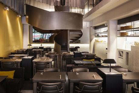 Sticks'n'Sushi Restaurant, Potsdamer Strasse, Berlin, set indefra, trappe